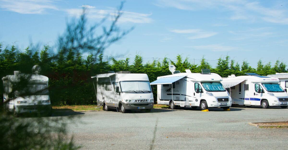 aires de camping car office de tourisme de la tranche sur mer. Black Bedroom Furniture Sets. Home Design Ideas